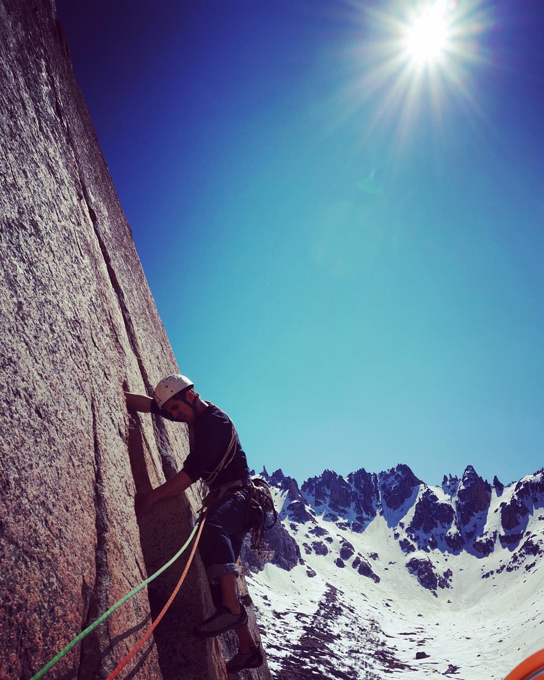 Escalando se la pasa bien, sensaciones únicas! Fisura de Jim #frey #patagonia