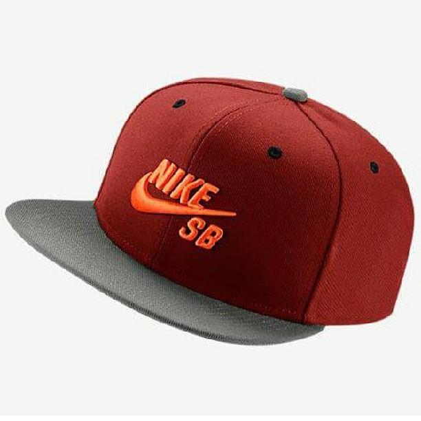 #gorras es un buen regalo!! a montones para elegir en ambas sucursales #nikesbsnapbacks #vicera