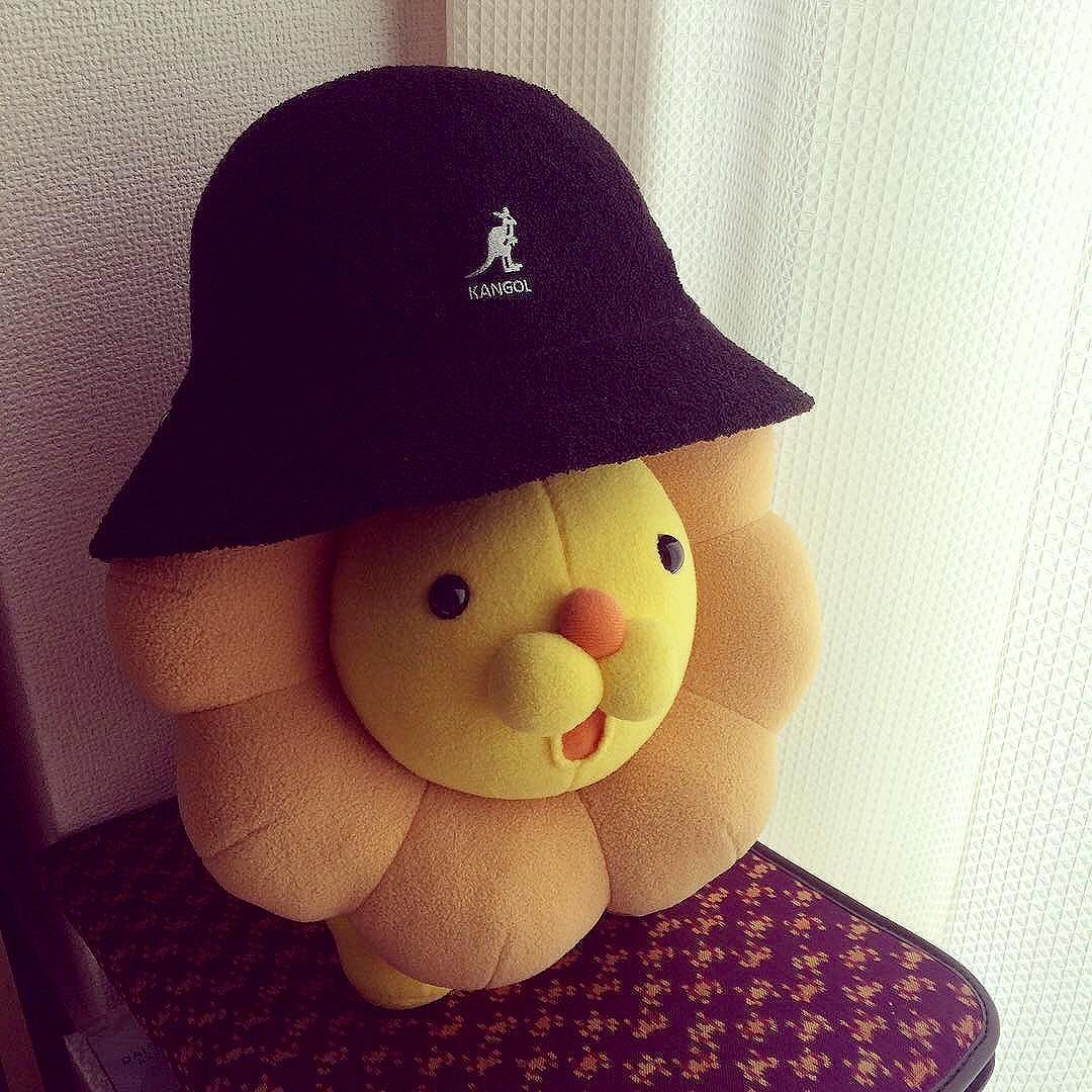 Everybody Needs A Lil Sunshine #kangol via @okomeeee
