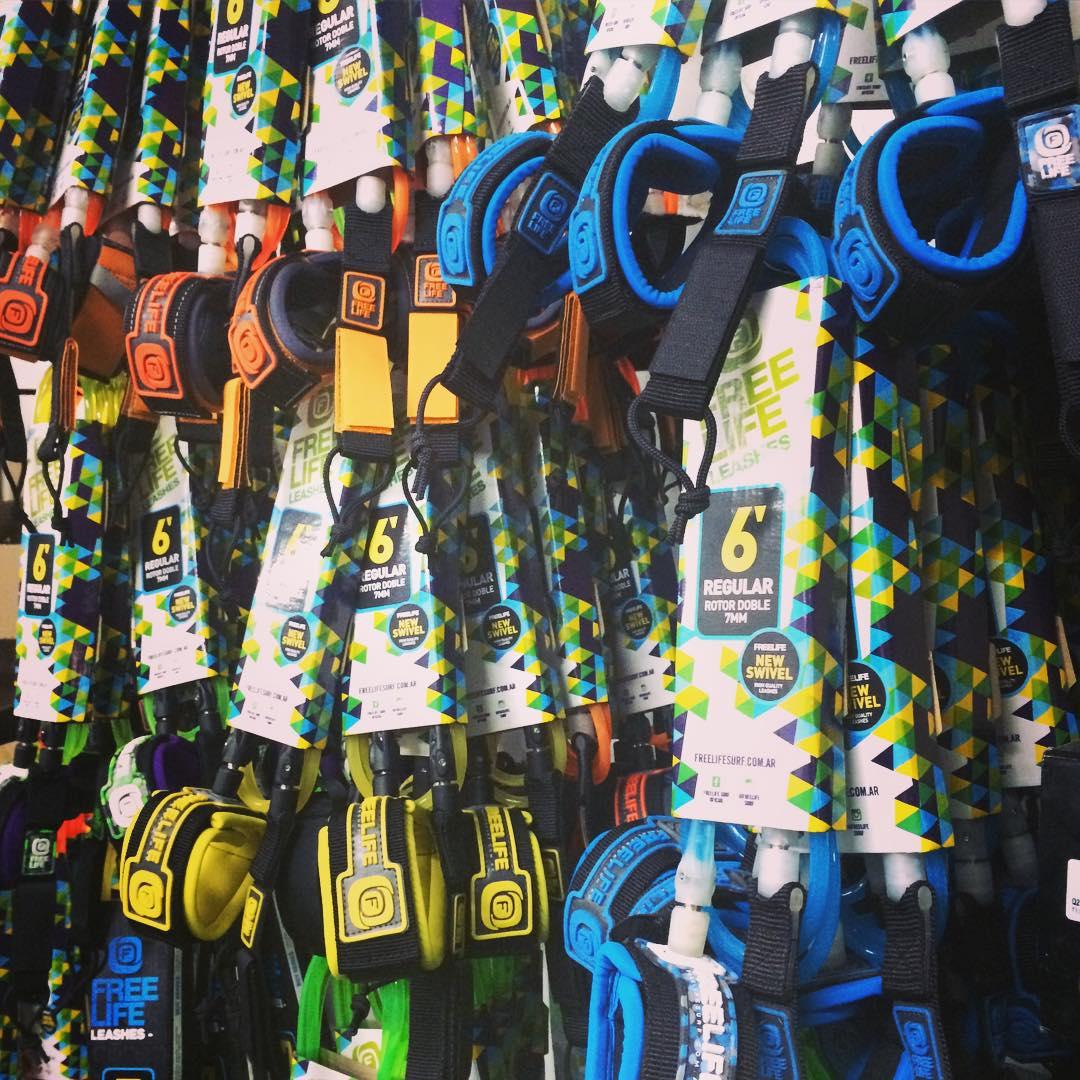 Seguras -&- Confortables.  NUEVA línea de Surf Leashes.  La más alta calidad de un producto 100% hecho en Latinoamérica.  #pitas #leashes #fluo #NewSwivel