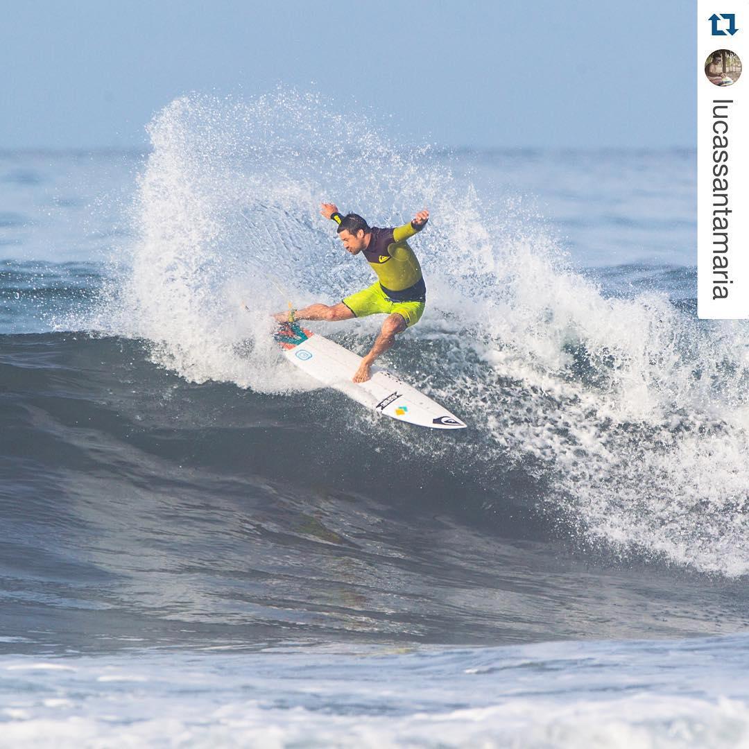 @lucassantamaria imponiendo estilo durante el Warm Up Surf Trip |  @lucassantamaria with @repostapp. ・・・ Siguen los recuerdos del #Wusurftrip ☀️