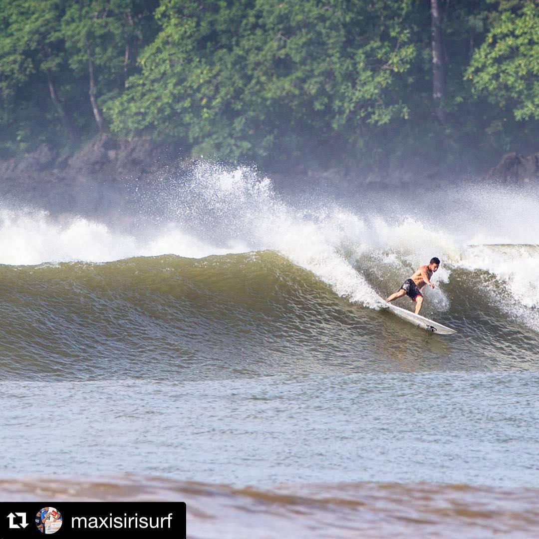 #Repost @maxisirisurf with @repostapp. ・・・ Lindas dechitas perfectas surfeamos con el team @freelifesurf en Panamá . @quiksilverargentina @freelifesurfpanama @starnutrition.oficial @ridersmedia #ovejadg #wusurftrip