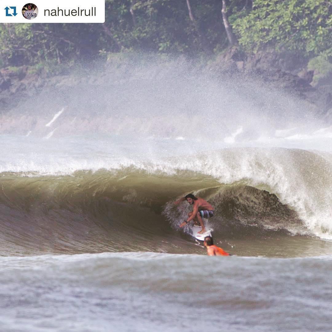 Últimos días del Warm Up Surf Trip - @nahuelrull  en Cortocircuito.  #Repost @nahuelrull with @repostapp. ・・・ Las olas no paran en el Warm Up surf trip. Gracias mae por la foto @afonseca113 #freelifesurf #7mares #wusurftrip #sintasemormaii...
