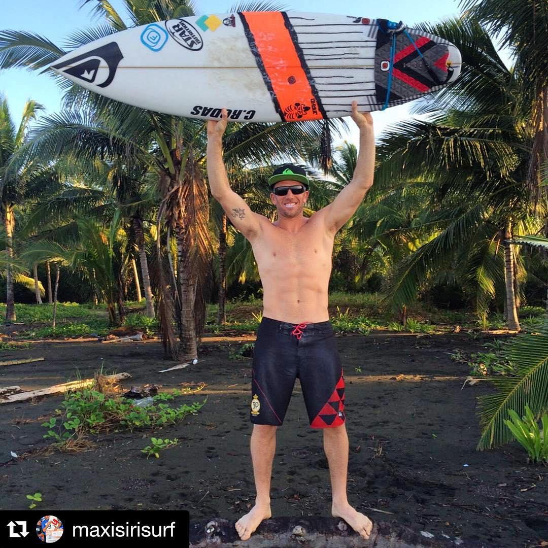 #Repost @maxisirisurf with @repostapp. ・・・ Ya estamos en el #wusurftrip gracias a @freelifesurfpanama @freelifesurf !! Muy buenas sesiones de surf .Olas y calor ,combo de sueños . @quiksilverargentina @starnutrition.oficial @ridersmedia @crsurfboards_mda