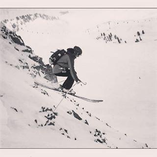 @jaspervanspoore taking flight on our SOS all mountain ski; get it girl!! #sisterhoodofshred #skiing #alpinebabes #huckit #skilikeagirl