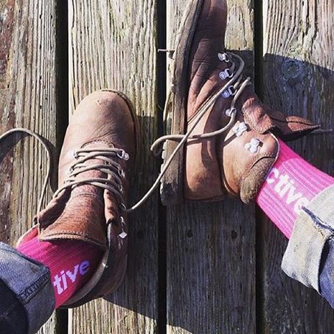 Still looking for just the right stocking stuffer? Check out the pink @activerideshop sock benefiting B4BC as worn by the one and only @jamiethomas! The B4BC x Active capsule is available now in Active stores—go snag a pair before they're gone!