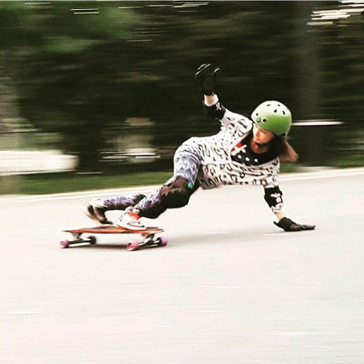 LGC Polish rider @malenstwo45 ⚡️Repost from  #longboardgirlscrew #womensupoortingwomen #skatelikeagirl #lgcpoland #sylwiablok