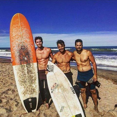 Día de surf con @mpasseri1 @vicdalee y @maxiranelli en el parador con más onda @honubeach.mardelplata
