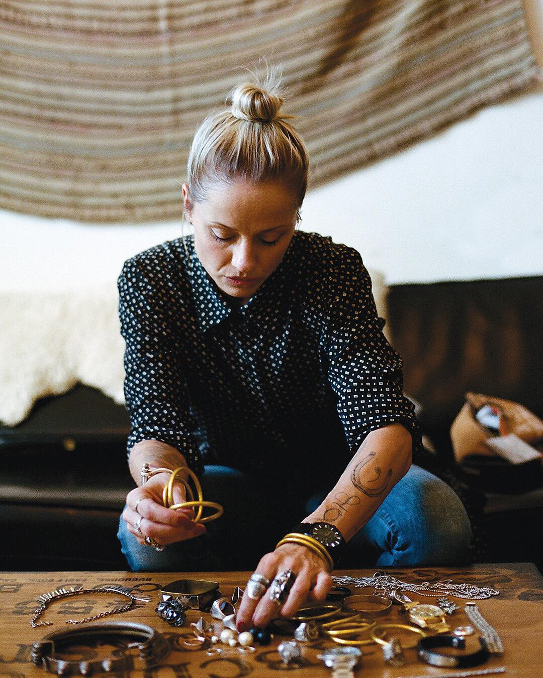 LA-based stylist @Brittbardo has a serious eye for jewelry, vintage and putting it all together. She somehow manages to pile it on—and high—but just to the right amount. Get to know her and the #BulletChrono now on Nixon.com/happenings. #WasteNoTime...