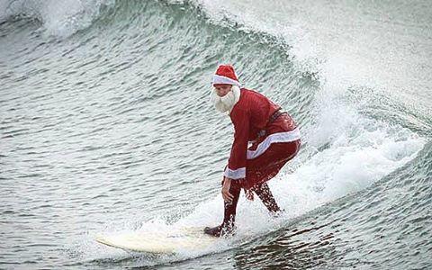 Mele Kalikimaka from HI Minded #himinded #surf #surfcompany #surfing #surfingsanta #hawaii #maui #bigisland #kauai #melikalikimaka #christmas #happyholidays #merrychristmas