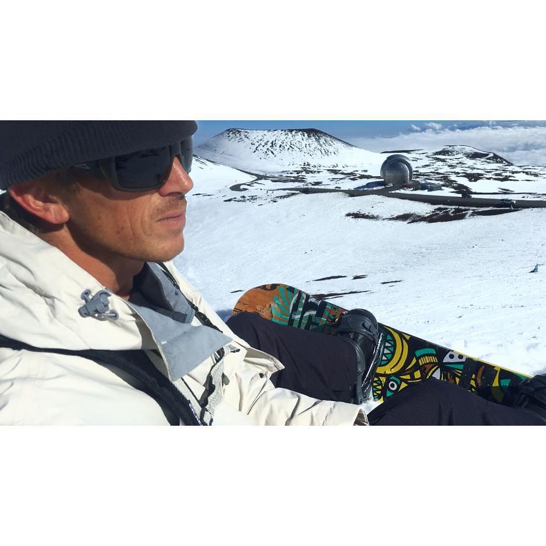 Pineapple Powder Please  #tbt #melekalikimaka #k2snowboarding #theinertia #kaenon #whatisKLR #teambioastin #konaboys #imaginesurf #billboardstobags #rareform #navitasnaturals #odinasurf #maunakea #itakebioastin #irideirecycle #snowboardHI