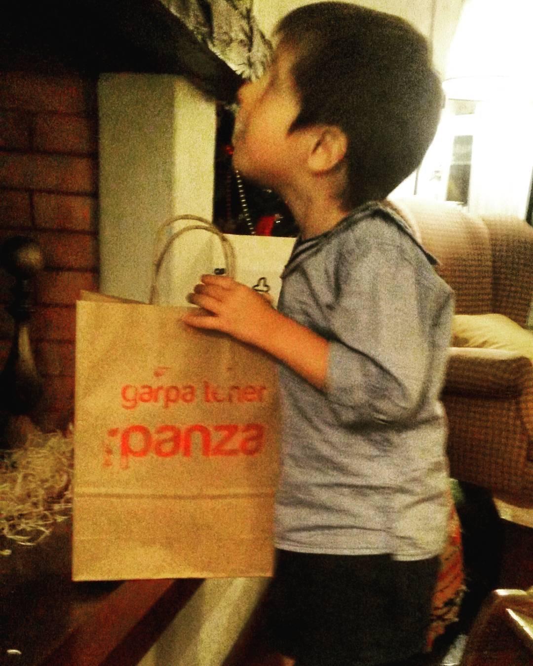La larga espera para abrir los regalos...#feliznavidad
