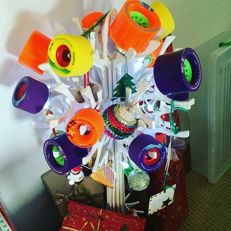 Happy Holidays to all from the crew at #OrangatangWheels!  Ambassador @benbrosk8s set up this nifty looking wheel tree deep down under the 7 feet of snow Australia always gets this time of year.