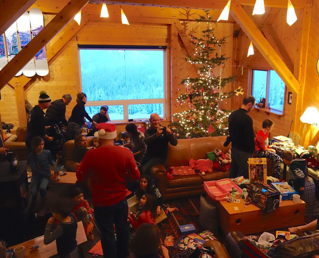 Good morning from the chaos of Christmas morning at @BladfaceLodge. 19 kids, 10 families, plus the lodge staff enjoying the holiday in an amazing place. Happy holidays everyone! #totalchaos #winterwonderland