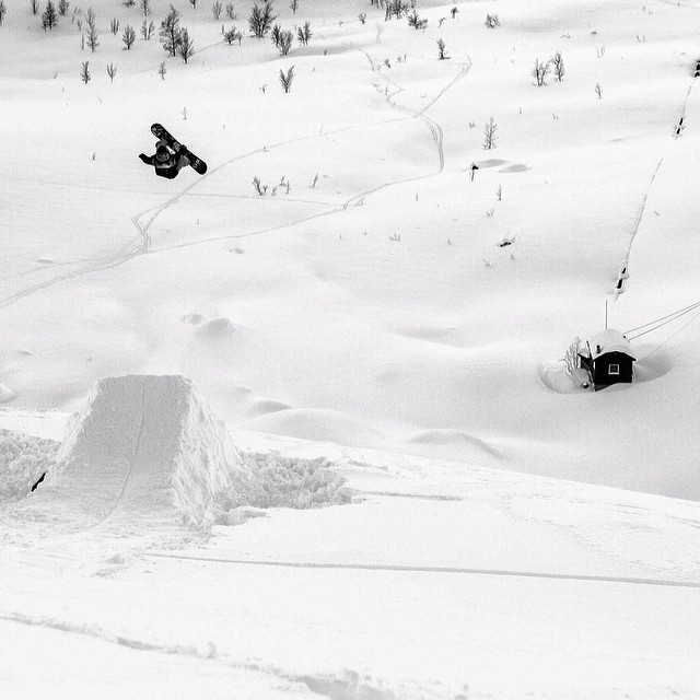 Another banger @claskristensen shot from #issue30 #steezmagazine #danieljosefsen #switch #backside5 #narvik #norway #snowboarding