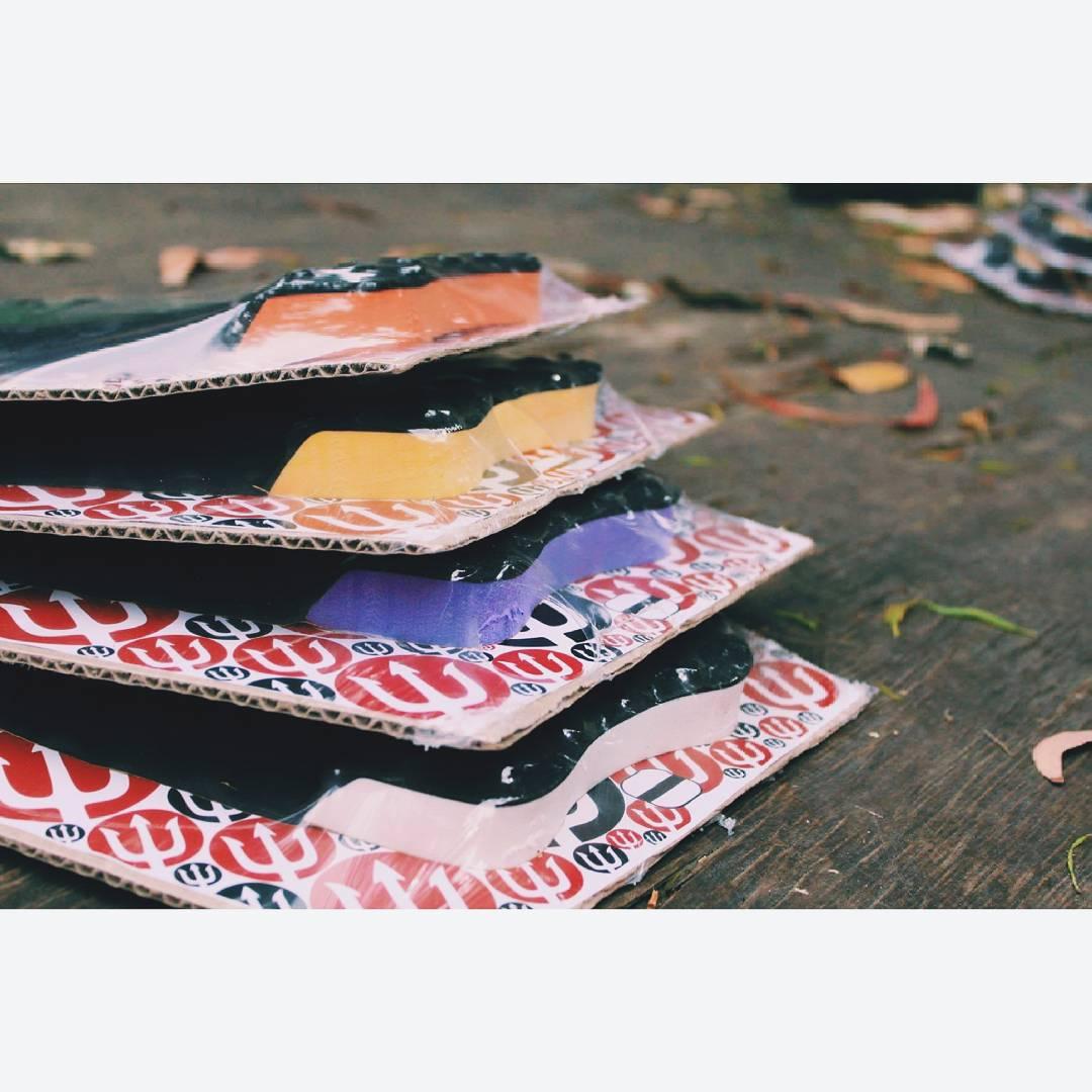 Ya está disponible nuestra nueva colección de grips!!! Sentí el agarre.  #colours #grips #keepsurfingwax #nuevos