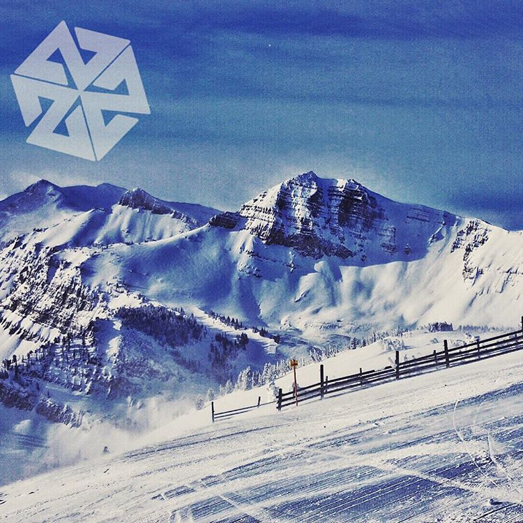 Merry Christmas to everyone! Love and light and deep pow! #avalon7 #liveactivated #snowboarding www.avalon7.co