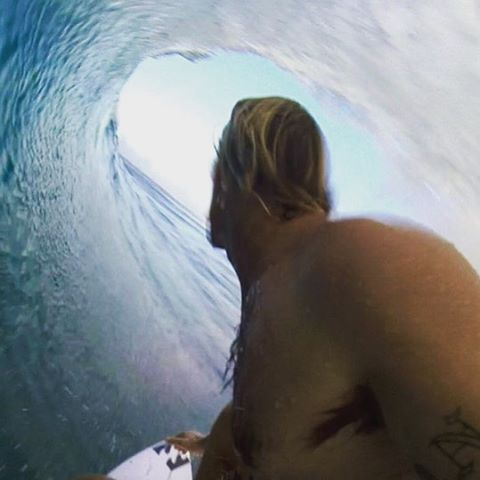 Here's a Christmas present that's worth the wait. @petemendia makes it back to his family and the North Shore just in time! #lifesbetterinboardshorts #asurfersholiday
