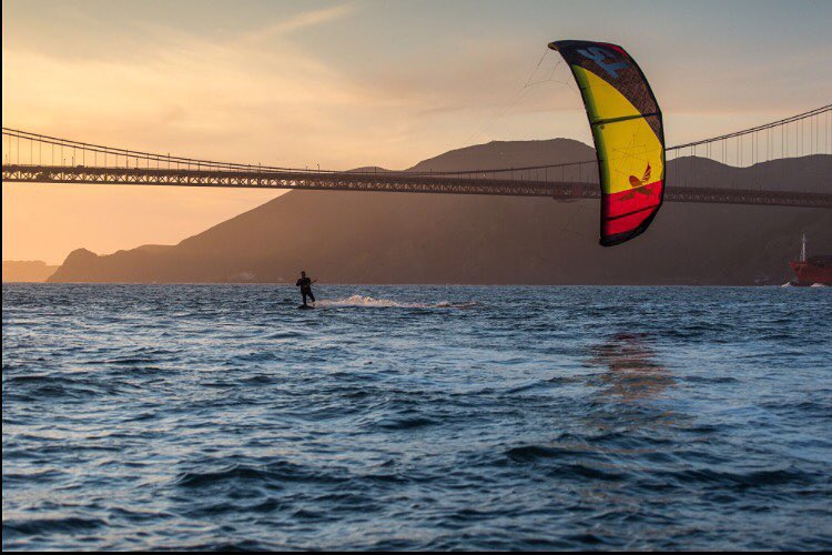 Sunsets under the Golden Gate never get old. Are you getting in the water this weekend?  #fromtheoceantothecity #goldengate