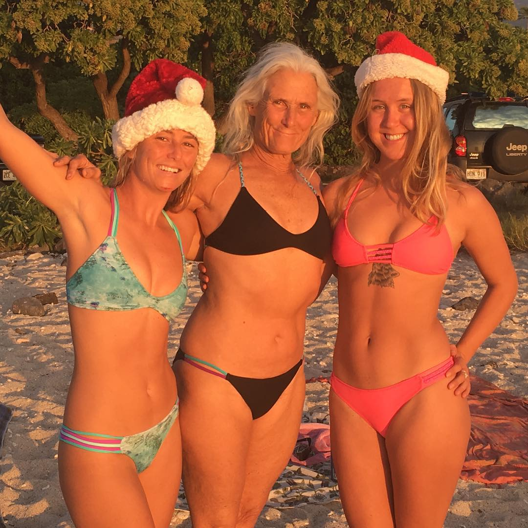 Merry Christmas and Happy New Years from our Hawaiian Ohana! @alisonsadventures and Mama and Friends!! Odina bikinis all around!! -- shop the new Boho Bae bottom in Adventure in Tropical!! Odinasurf.com/products/Hana-Bae-bottoms