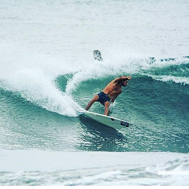 @nahuelrull entrenandose en Bali para la primera fecha de circuito #ASA, el #AlcatelReefClassic16 en @honubeach.mardelplata, Mar del Plata  del 12 al 16 de Enero. Yeeeooww!! #ReefTeam #LifeisShortGoSurfing