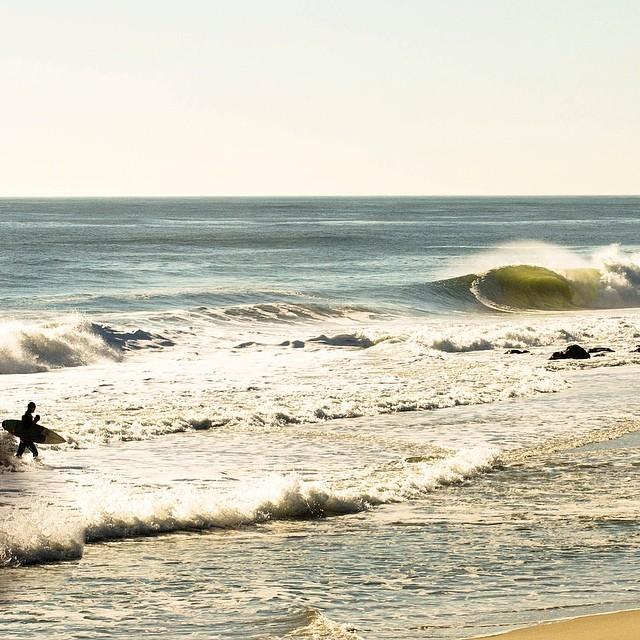 With warm greetings from NJ (photo: @connorhalpinphoto) #coldwatersurf #coldasf
