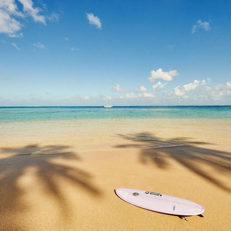 Double tap if you'd rather be lounging on this beach right now #ROXYsurf