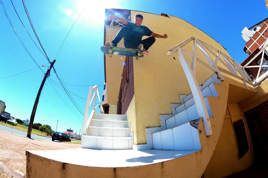 Sw Ollie de @maurogonzalezsk8 en San Bernardo ☝