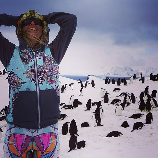 How AMAZING is this?!? @tahomajillian not only brought tons of #sisterhoodofshred threads with her to #antarctica, but she also met thousands of penguins. Un-flippin-real.