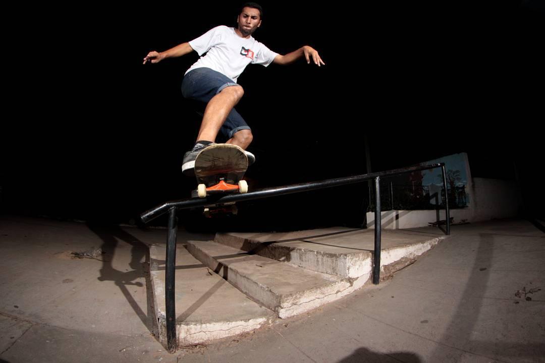 Daniel Marquez haciendo un fs bores nocturno .. @marquezsk8