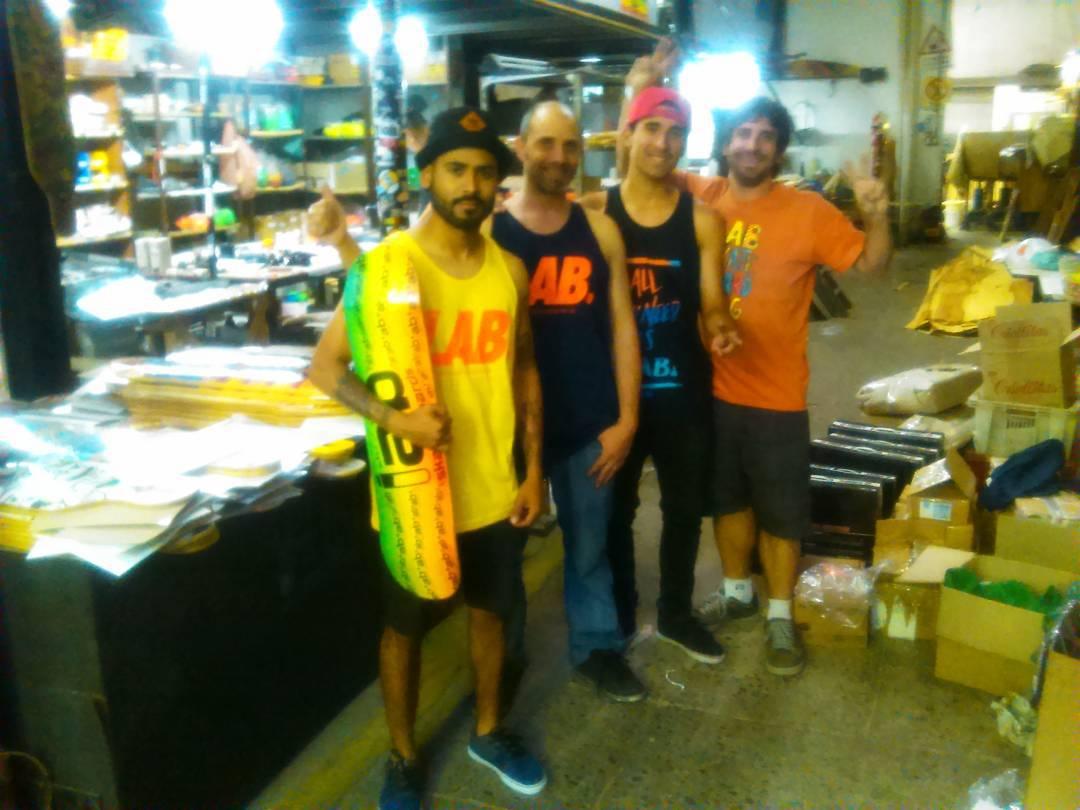 Hoy nos visitó @ivan_jofre y @jandro.d por la fábrica. #labskateboards