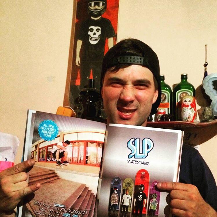 """Ariel """"Chingua"""" Seib feliz con su último aviso en la @revista_buenos_muchachos @tuma_hgsb_rido  #slp #slpskateboards #revistabuenosmuchachos #skateboarding #skatecrunch #publicación300 #teamslpskateboards  Ph. aviso @claudiocichero"""