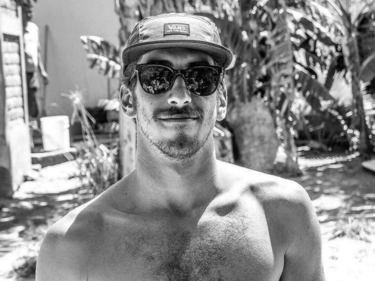 @pepes_world se fue a Nicaragua, a empezar el 2016 a puro #freesurfing