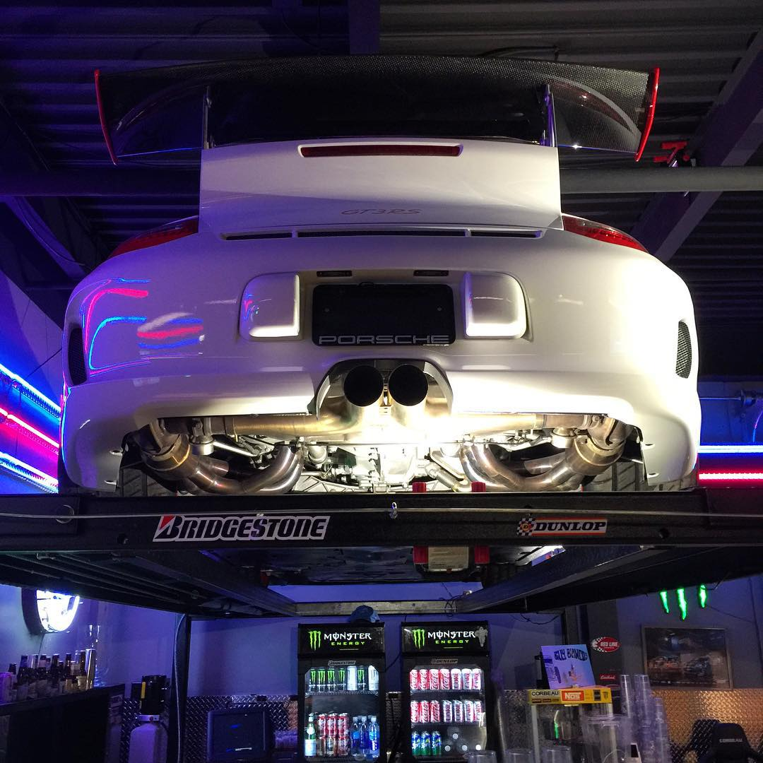 You know you're eating good food when your sat in a restaurant themed like a race workshop and it has a Porsche GT3RS on the ramp above your head