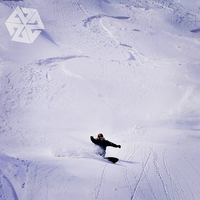 Rasta swede style master Par from Parpowparadise rides the white wave of Hokkaido fresh. #deep #pow #bigboard #japow #avalon7 #snowboarding #liveactivated www.a-v-7.com