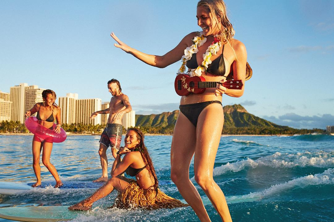 Gliding into the New Year with these Waikiki Wahines. (The girls showing @mikeywright1 how it's done) #ROXYsurf
