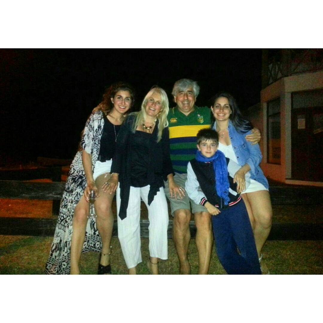 Amo a estas personas. #happynewyear #hello2016 #family #lovethem #instanight