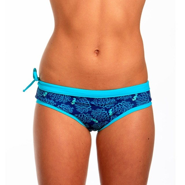 Seahorses Hanalei bottom. Perfect for SUP yoga! Solid teal on reverse. #localhoneydesigns #hanalei #bottom #seainspired #mixnmatch #teal #sidetie #stayson #comfortable #seamless #reversible #bikini #waterwoman #surf #sup #paddle #aqua #outdoor #fitness...