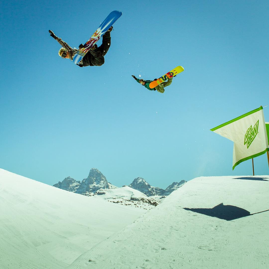 Two methods are better than one. @ben_ferguson and @hitschhaller bending off the back of the Tetons. #peacepark15  #andrewmiller #andrewmillertakeover #asymbol #asymbolphotography @andrew_miller