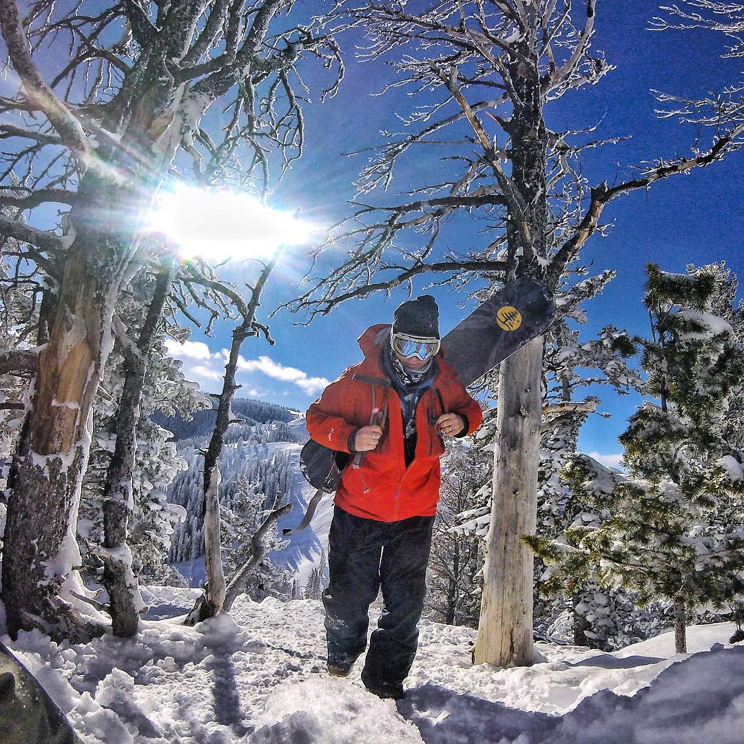 The journey is its own reward. @robkingwill on the way up the boot pack on Teton Pass. #avalon7 #liveactivated #snowboarding #jhlife #goprosnow www.avalon7.co
