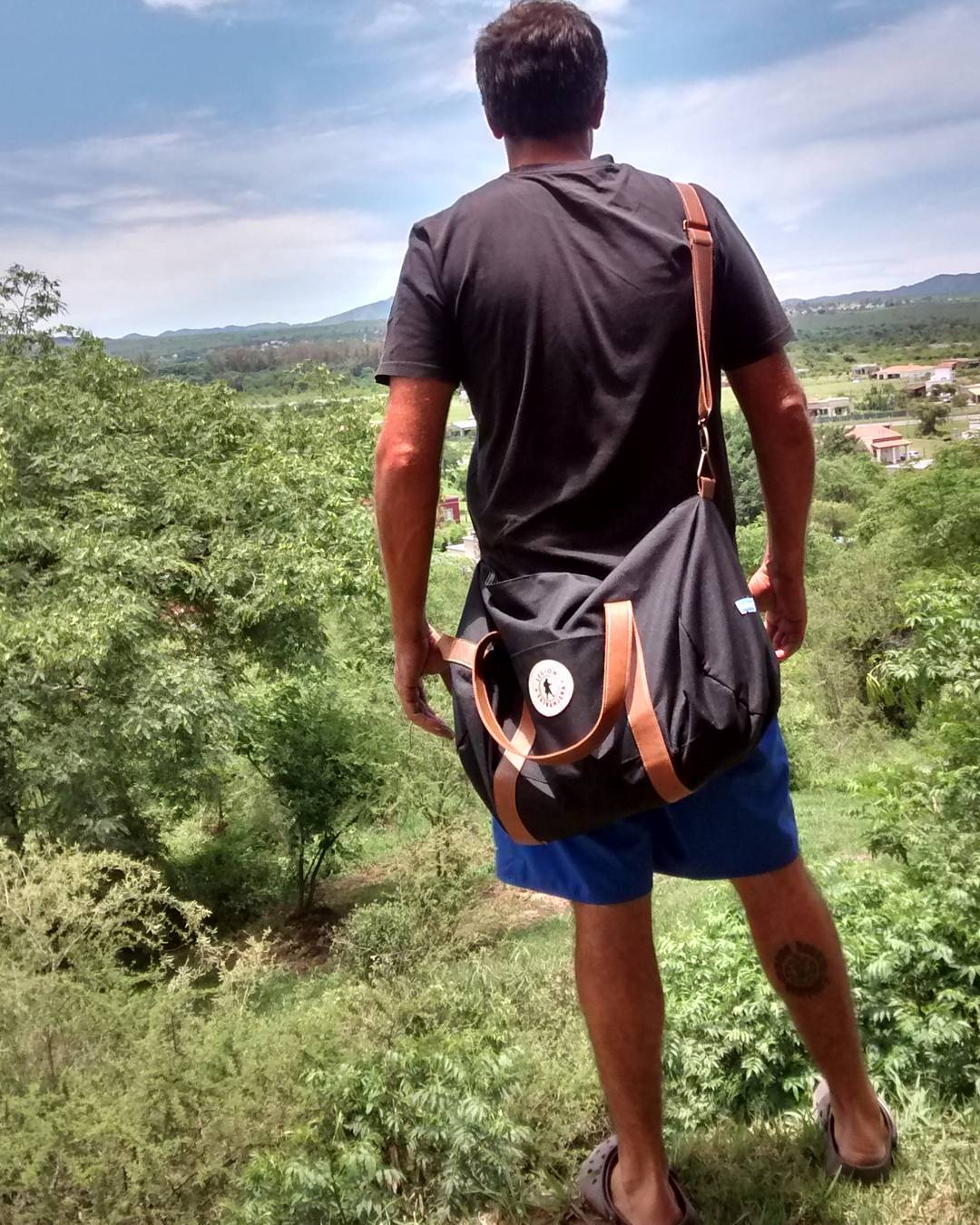 Stand tall #BubbaBag @yaca12 SHOP ONLINE www.legionextranjera.com.ar