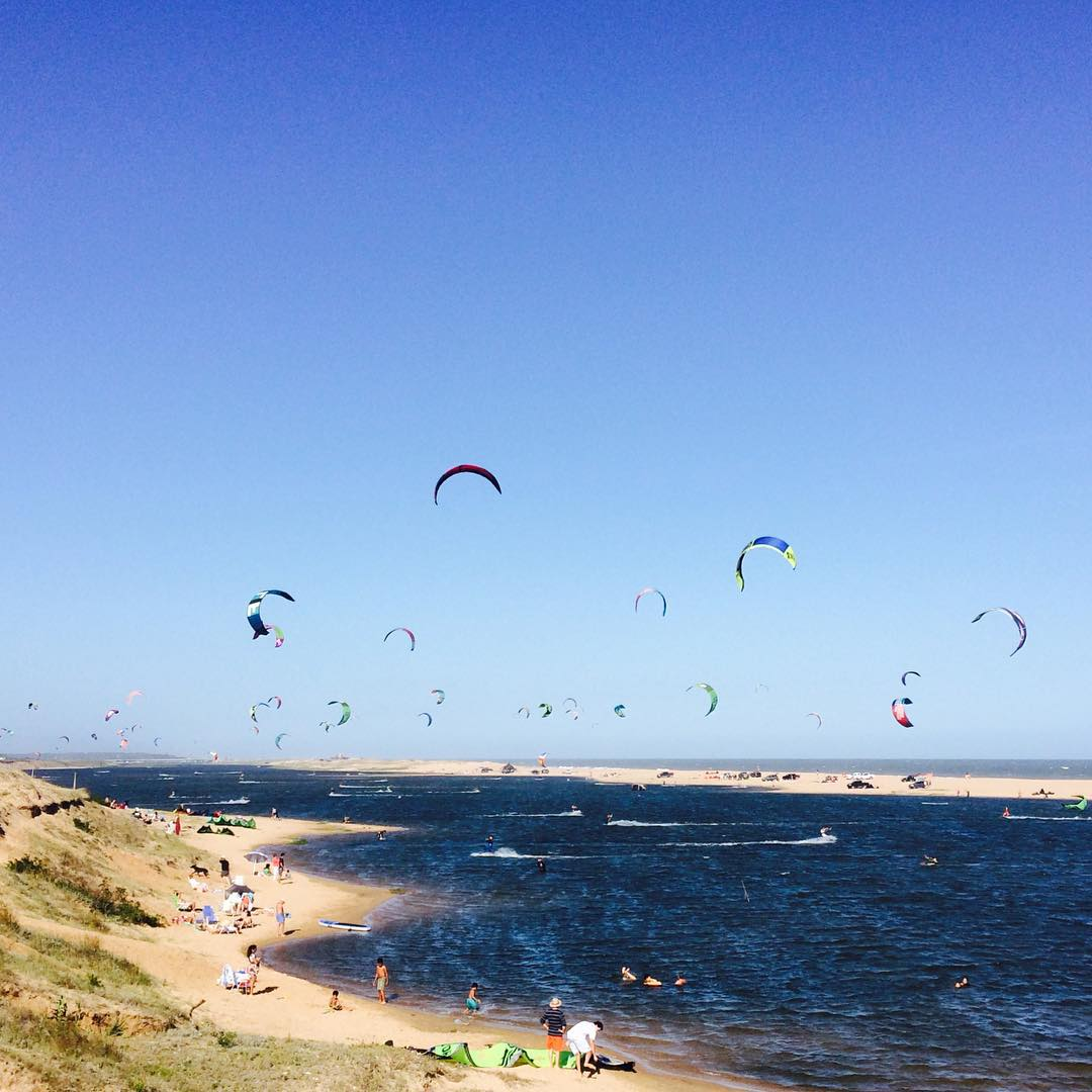 Raw #mafiabags at Garzón, Uruguay // All these kites will be part of our products someday. In the meantime lets enjoy the #wind. #kiteboarding #riding #puntadeleste