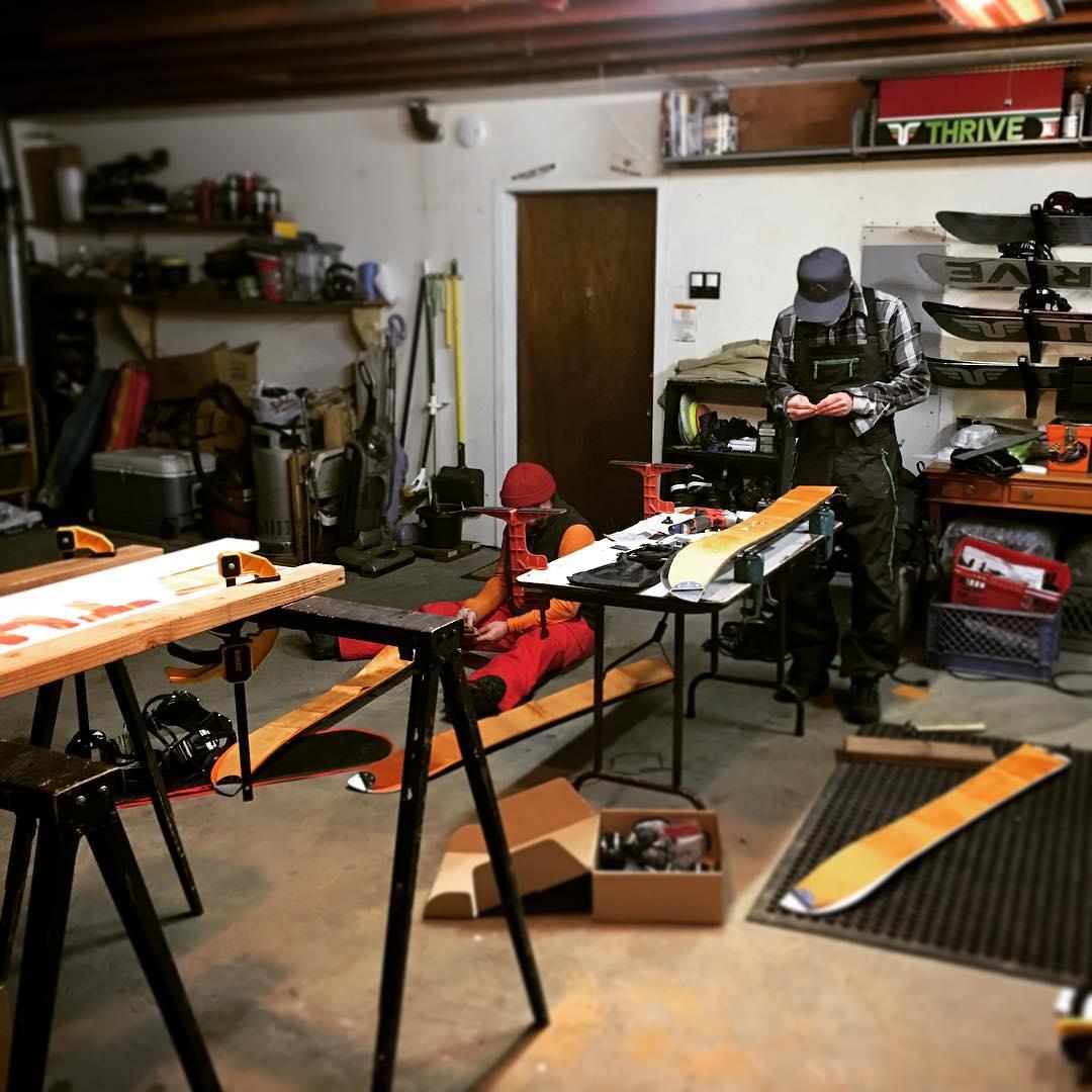 #Splitboardprojects #garagebuild #freshhouse @dougfagel @voilemfg #diykit @goatroyalty #thrivesnowboards