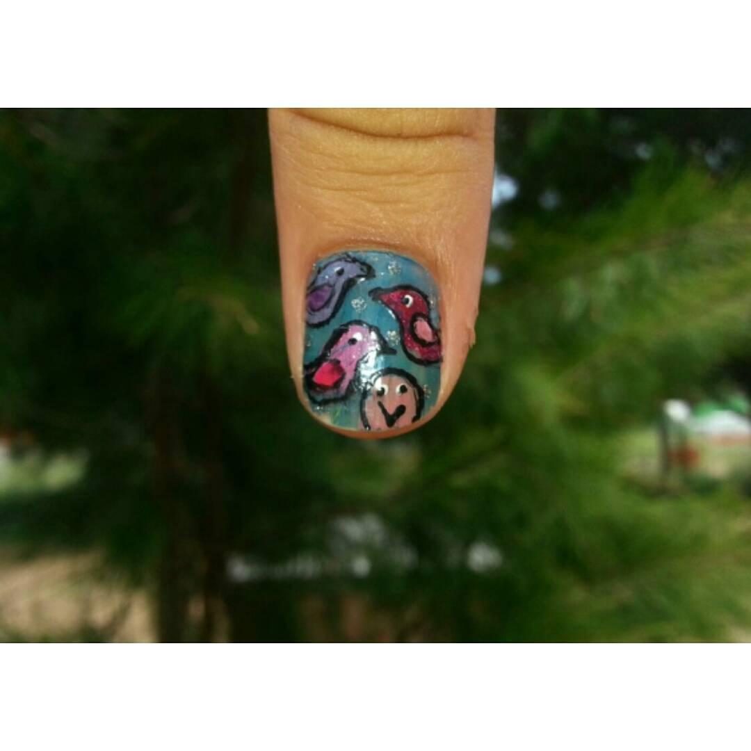 Me pintaron pajaritos en el aire... (mentira. Me los pinté yo, y en dos uñas) #Todomuyatlante #NuevaAtlantis #nails #nailart #birds