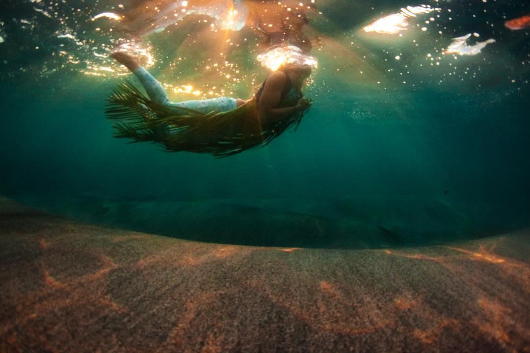E N E R G Y  F L O W S  The force carries with @swellliving #odinasurf #rareform #kaenon #organik #teambioastin #itakebioastin #imaginesurf #standupjournal #konaboys #sirensongwetsuits #natgeo #underwaterwednesday #theinertia #freesurfmag...