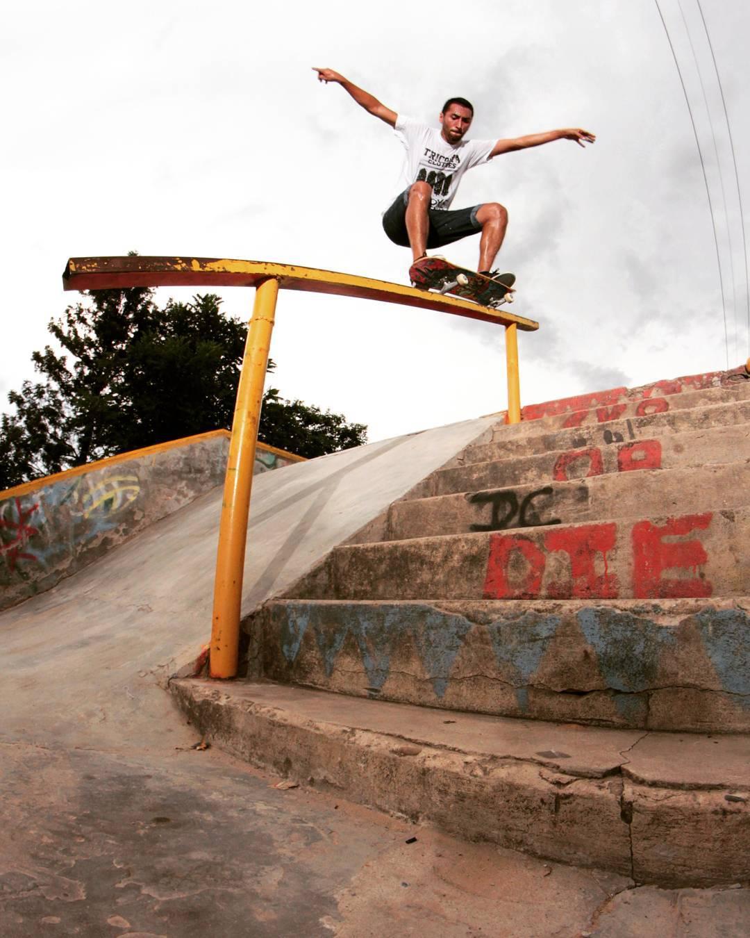 Para arrancar el 2016 Daniel Marquez nos manda esta Nollie 50-50 desde Tartagal
