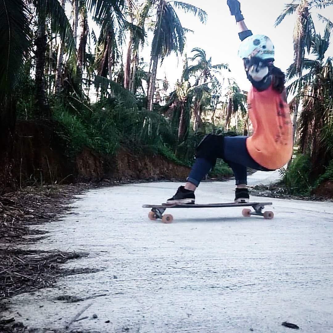 @longboardgirlscrewphilippines rider @patiipats21 ripping in Catarman, Northern Samar ⚡️ Where did you skate this weekend?  #longboardgirlscrew #womensupportingwomen #skatelikeagirl #lgcphilippines #mariafatimaestacio #lgc #philippines