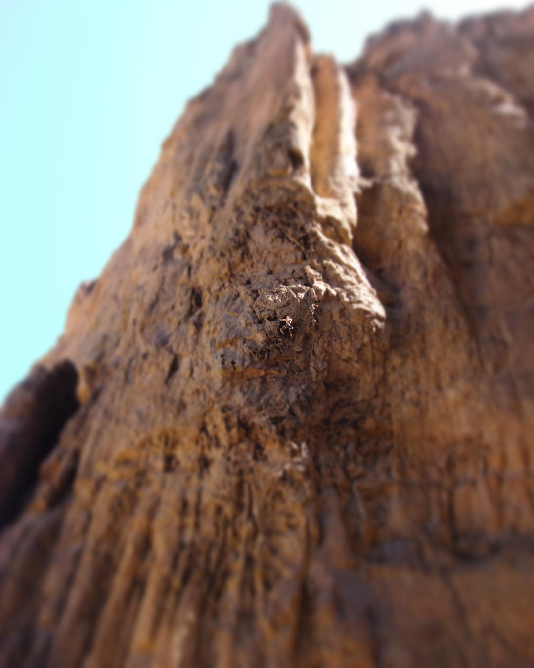 Cañadon de la buitrera Ivan Müller 6a / 6b, 45m #piedraparada #climbing #patagonia #argentina #embajadordelosandes