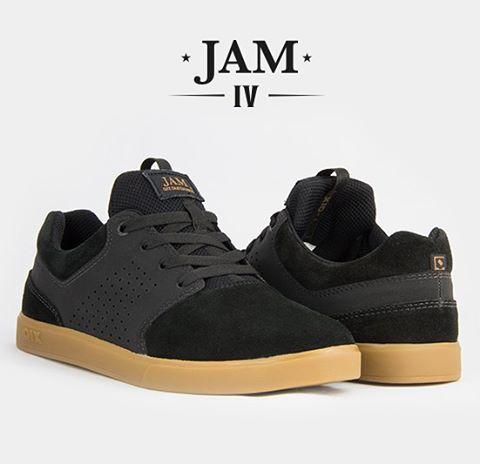 JAM IV - Leve, resistente, confortável e com opção de proteção de cadarço para eliminar o atrito com a lixa.