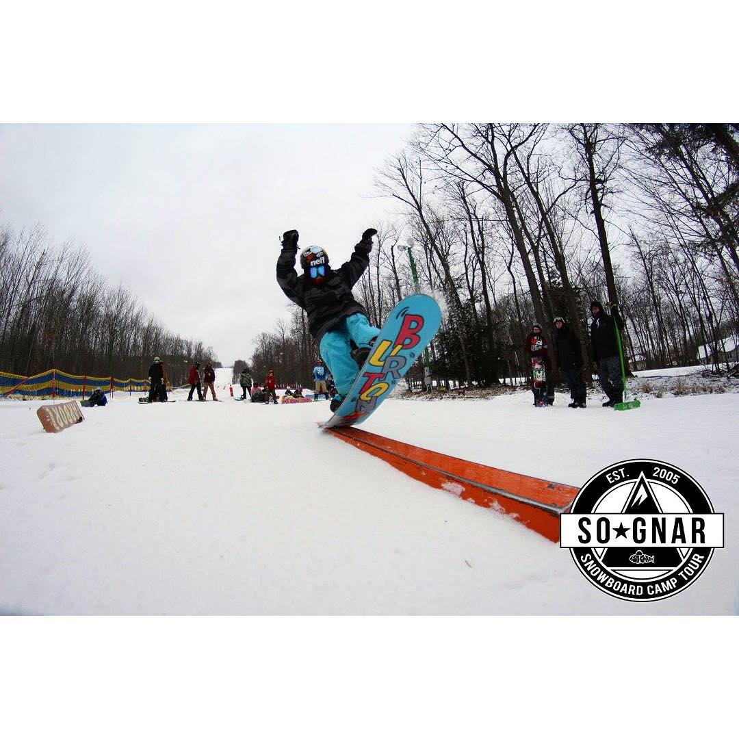 Photo recap for @granitepeakskiarea is up in our Facebook Photo Albums! Check out all the fun, new tricks, weird and creative times!! Link in bio! 〰⚡️〰 #sognar #createordie #buildlocallyspreadglobally #snowboarding #wisconsin